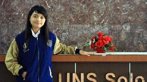 Devi Anak Pembantu, Jadi Wisudawati UNS Terbaik Raih IPK 3,99