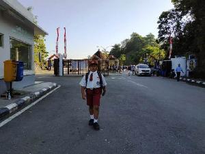 Nursaka, Lintas Dua Negara Demi Sekolah di Indonesia