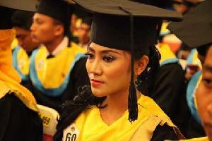 Darwati, Kisah Pembantu Bergelar Sarjana Cum Laude
