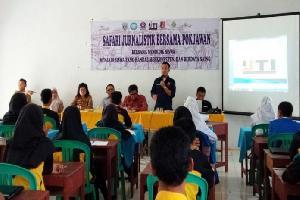 Membimbing Pelajar SMK Memahami Media