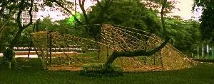 Mahasiswa Interior Desain Hadirkan Instalasi Biomimicry di Area Taman Kampus UPH
