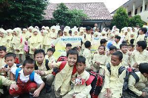 FFI Dukung Kegiatan Pendidikan Sarapan Sehat Bagi 12.500 Anak Sekolah dan 500 Guru SD