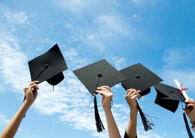 Ratusan Mahasiswa Riau Terima Beasiswa