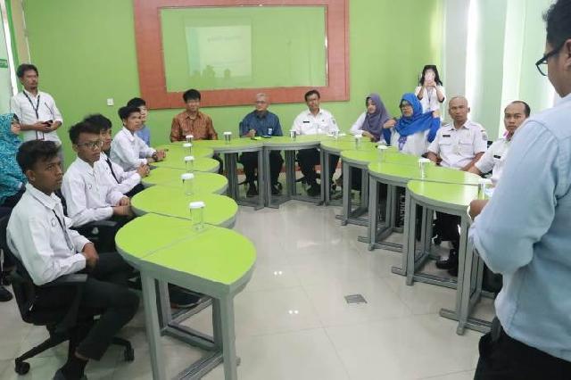 Pendidikan Keterampilan Remaja Usia Sekolah, Melibatkan Pihak Swasta