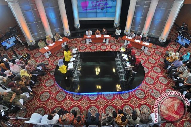 FH Ubaya Juarai Debat Konstitusi Antarmahasiswa Regional Timur