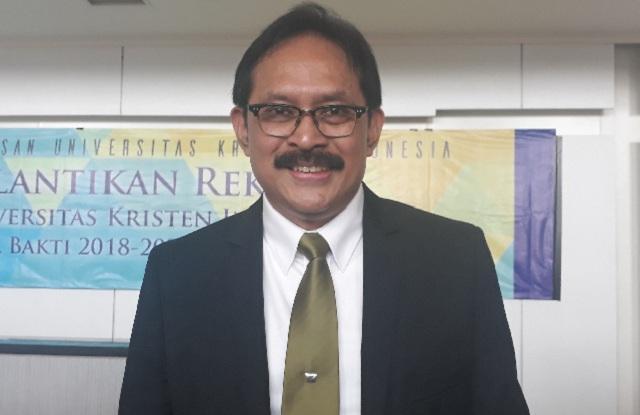 Dr Dhaniswara Resmi Dilantik sebagai Rektor UKI Masa Bakti 2018-2022