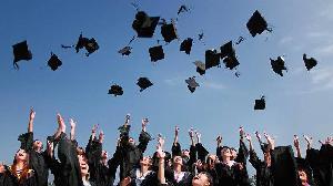 Empat Cara Mempersiapkan Dana Kuliah bagi Anak