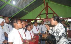Guru di Pedalaman Papua Belum 'Merdeka', Tingkat Kesejahteraan Masih Rendah