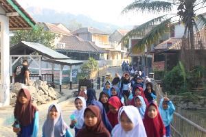Mahasiswa KKN UNSIKA 2019 Gelar Jalan Sehat Bersama Siswa SDN Liunggunung