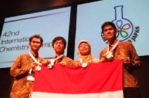 Bravo! Emas untuk Siswa Indonesia di Olimpiade Kimia-Fisika