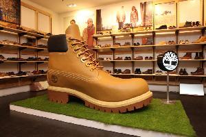Timberland Hadirkan Giant Yellow Boot Setinggi 1,5 Meter di Jakarta