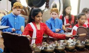 Belajar Budaya Indonesia di Panggung 'Indonesia Week 2019'