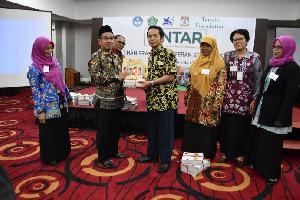 Tanoto Foundation-Room to Read Hibahkan Buku Bacaan Ramah Anak