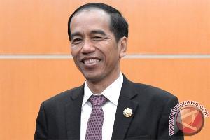Jokowi Kaget Bertemu Gurunya di Istana Pada Hari Guru