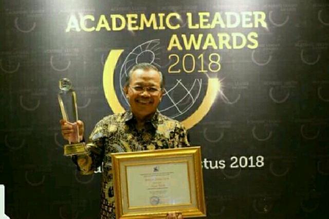 Rektor UNS Berhasil Raih Penghargaan
