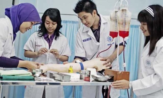Mencetak Dokter Indonesia Berkualitas di Era Revolusi Industri 4.0
